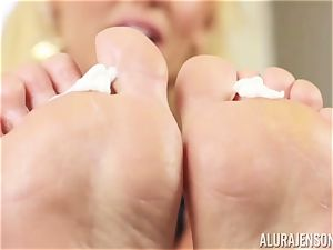 jaw-dropping Alura Jenson gropes in moisturizer on her luxurious soles