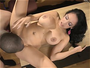 huge jugged hoe bellows live on air