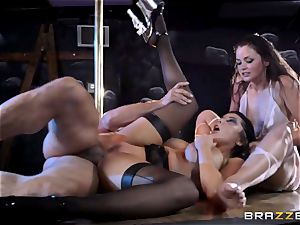 pole dancing stunners Romi Rain ad Allie Haze pulverize a sizzling punter