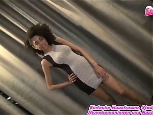 VERARSCHT - german fake agent lie to nail teen ebony