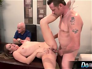 super hot wife Daisy Layne plows and tongues jizm