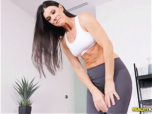 insatiable mummy India Summers thrashed in the coochie during yoga