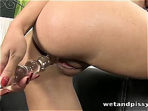 sweetheart Kira queen makes her stocking a mud with pee