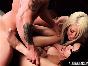 impatient poon slurping lesbos packed with meaty stiffy - Alura Jenson