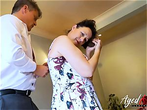 AgedLovE Bussinesman Seduced by steamy Mature mom
