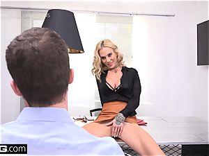 chief honey Sarah Jessie penetrates her secretary on the job