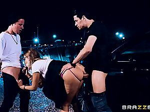 trampy Britney Amber got threesomed on the crime episode