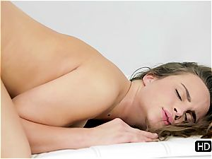 dazzling stunner Teal Conrad takes a solid morning smash