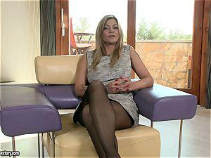 Klarisa Leone talks us through a saucy nail
