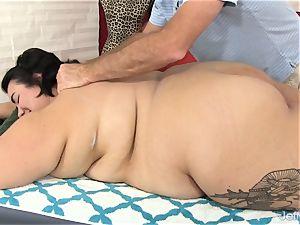 gigantic bum Mia Riley fuck stick hook-up rubdown