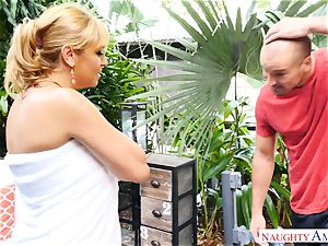 Sean Lawless finds torrid cougar bare in the garden