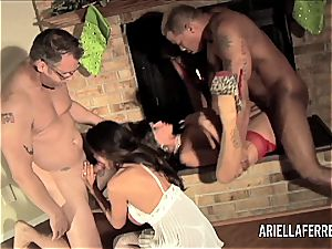 Things gets warm on Christmas with Ariella Ferrera