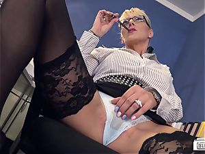 butts Buero - bj on bbc at work from German cougar