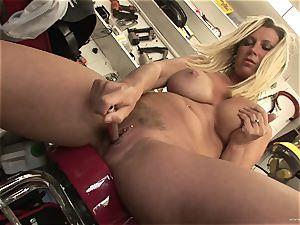 steaming Devon Lee likes teasing her juicy humid clitoris